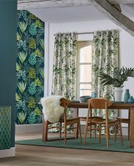 2-wallpaper-botanical-blue-green-emerald-living-room-yasuni-zapara-harlequin-style-library